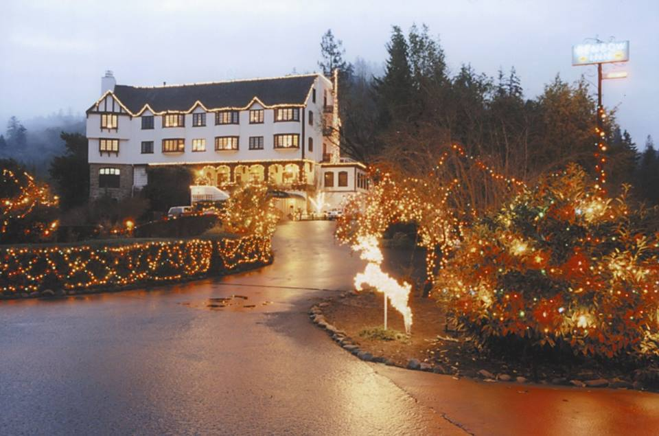 Benbow Historic Inn Winter season christmas lights