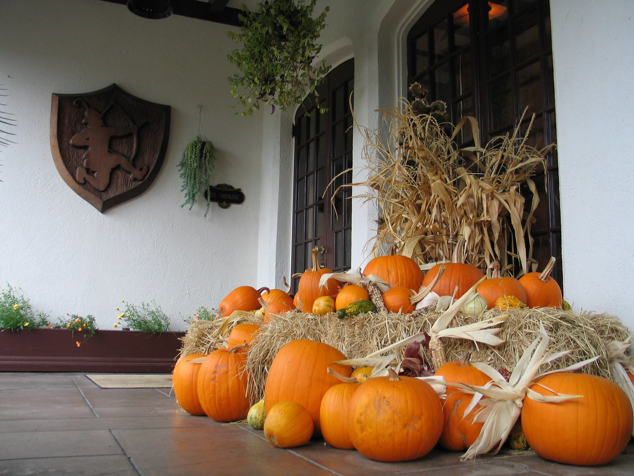 Benbow Historic Inn Autumn season pumpkins