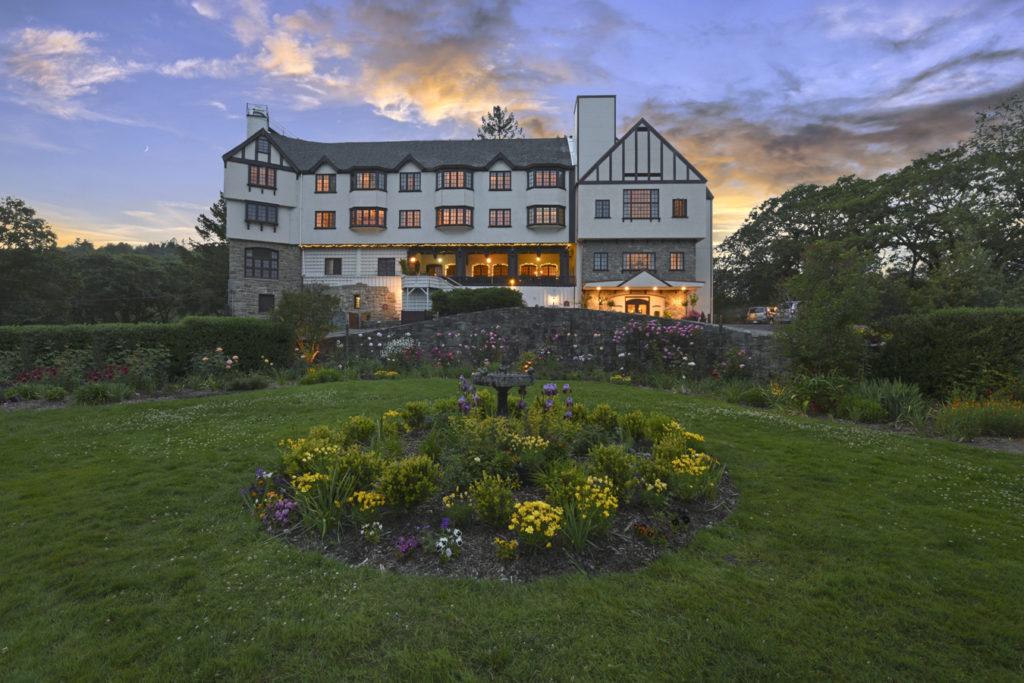 Benbow Historic Inn Hotel Façade Hero Shot