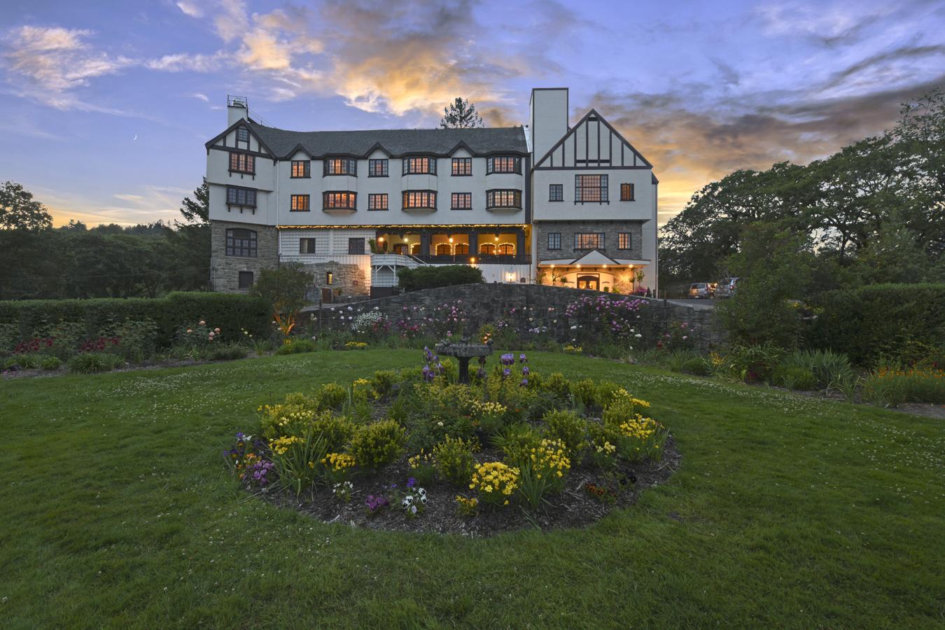banner image is of Benbow Historic Inn Hotel Façade Hero Shot